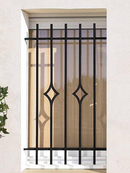 Inferriate reggio emilia realizzazione grate per - Parapetto finestra ...